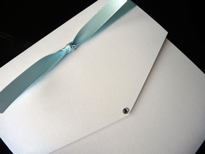 White portrait pocketfold with turquoise knotted ribbon detail